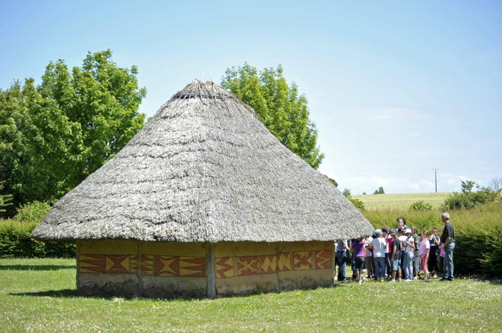 La maison de l'âge du bronze (reconstitution)